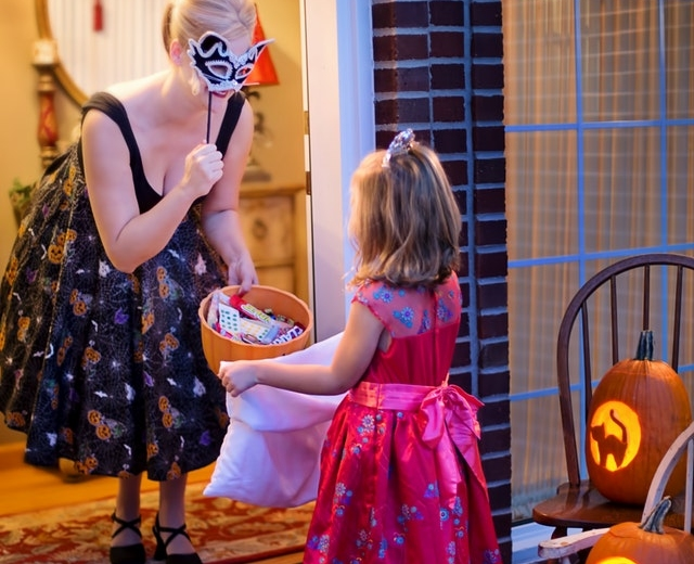 How to get the perfect trick-or-treat pix